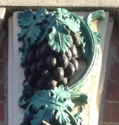 An Image of a moulding of Grapes at The Entrance To The Grapes on Trippet Lane Sheffield